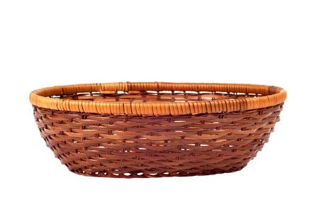 fruitmand: Lege houten fruit of brood mandje geà ¯ soleerd op witte achtergrond Stockfoto