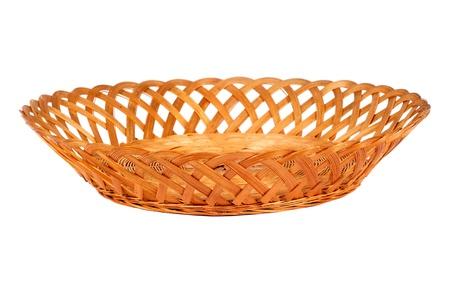 corbeille de fruits: Vider le panier de fruits ou du pain en bois isol� sur fond blanc