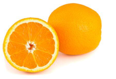 naranja fruta: Fruta orane fresco en el fondo blanco