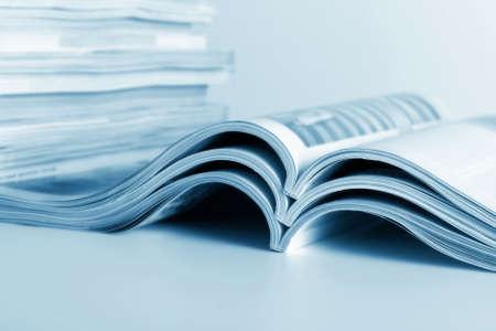 Open tijdschriften lie voor het bekijken