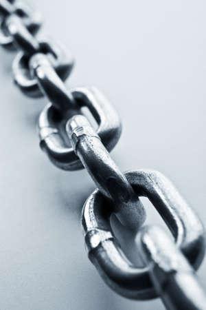 cadenas: Fragmento de eslabones de una cadena de cerca Foto de archivo