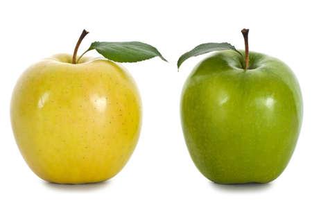 Äpfel auf dem isolierten weißen Hintergrund