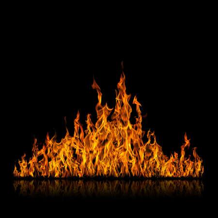 Fire.Tongues der Flammen auf schwarzem Hintergrund Standard-Bild