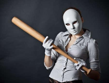 anonyme: L'adolescent dans un masque et avec une chauve-souris