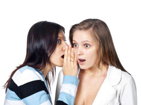秘密を共有する 2 つの幸せな若いガール フレンド
