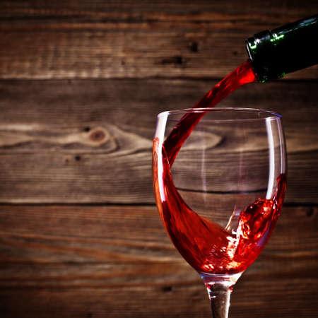 赤ワインのガラスの流れ 写真素材