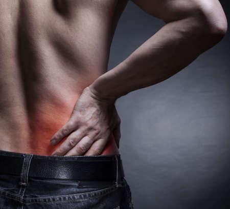 detras de: Dolor de espalda. Dolor en la espalda baja. El hombre está de vuelta Foto de archivo