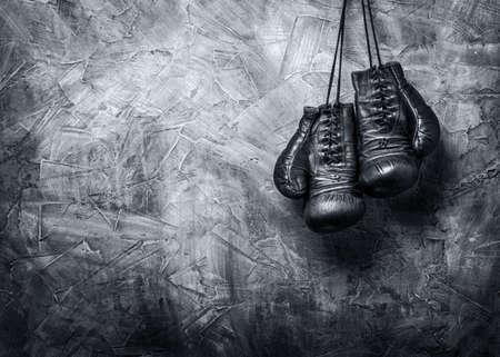 guantes: viejos guantes de boxeo