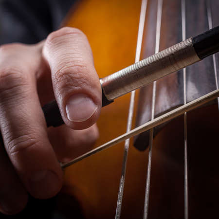 fiddlestick: fiddlestick en la mano violonchelista primer