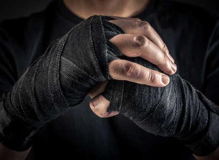 boxeador: manos del boxeador en muñequeras