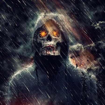 Monster in der Haube mit Blut an den Zähnen
