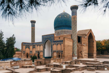 Ancient Gur Emir mausoleum of the central asian famous historical personality Tamerlane or Amir Timur in Samarkand, Uzbekistan 스톡 콘텐츠