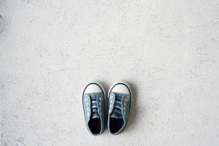 baby boy blue sneakers on grey background Stockfoto