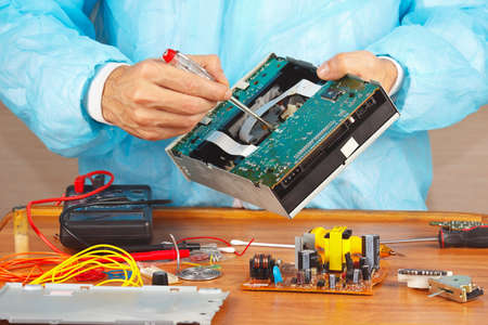 servicing: Master servicing electronic devices in the service workshop Stock Photo