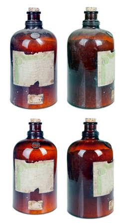 velha garrafa marrom, empoeirado com produtos qu�micos ou drogas medicina Banco de Imagens
