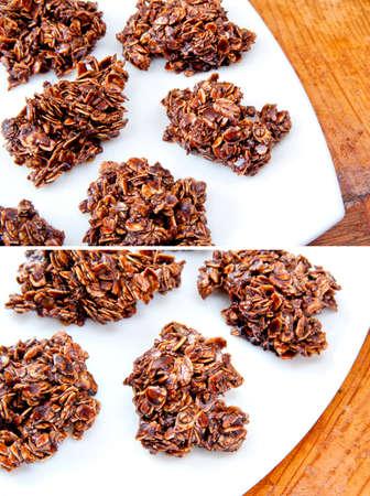 Cookies de aveia com gotas de chocolate e placa branca na mesa de madeira