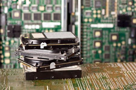 disco duro: pila de discos duros y la placa base