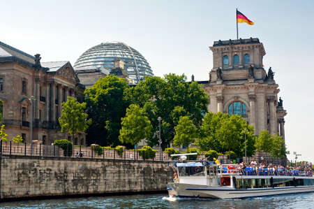 in copula: Reichstag view from the river surface spree