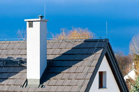 지붕에 피뢰침 스톡 콘텐츠