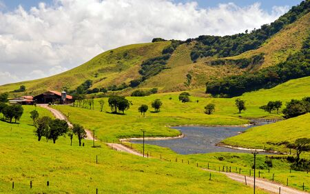 Un ejemplo de paisaje cultural en Costa Rica (provincia de Llanuras del Norte).