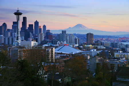 seattle: Seattle Postcard - easily recognizable Seattle skyline with Space Needle and Mount Rainier on the background