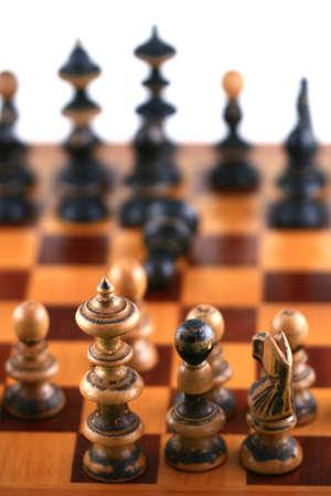 Scene di scacchi su bianco simbolo di confronto