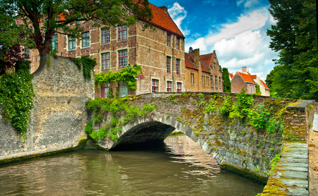 sight seeing: Houses along the canals of Brugge or Bruges, Belgium