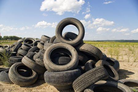 A lot of Wheel Tires dumped in a landfill. Standard-Bild