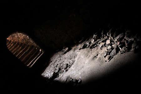 tunnel di luce: scalinata in dungeon di cantina del castello, tunnel, mistero