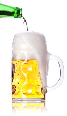라이트 맥주의 서리가 유리 흰색 배경에 고립. 스톡 사진