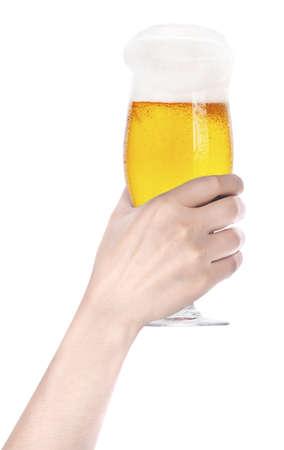 Frosty glas bier met de hand maken van toast