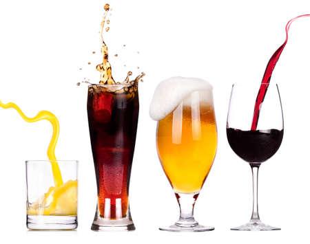 Het verzamelen van verschillende beelden van alcohol geïsoleerd op een witte achtergrond