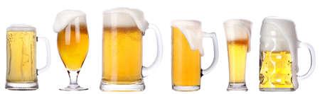 Frosty glas licht bier geïsoleerd op een witte achtergrond