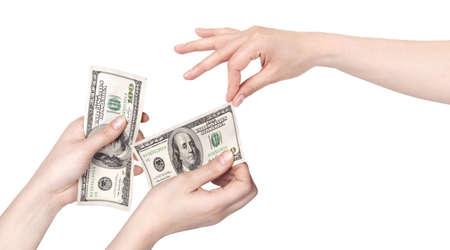 earn: Mano dando dinero a otro lado aislado sobre fondo blanco