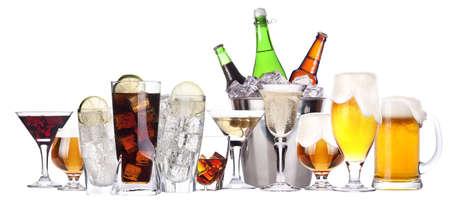 verschillende beelden van alcohol set geà ¯ soleerd - bier, martini, cola, champagne, wijn, whisky, sap Stockfoto