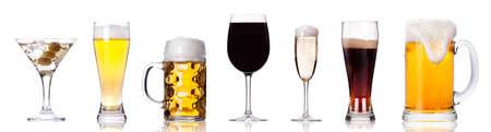 Het verzamelen van verschillende beelden van alcohol geïsoleerd op een witte achtergrond Stockfoto
