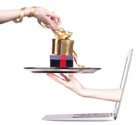 온라인 상거래 개념. 노트북 모니터 화면에서 돈을 받고 스톡 사진