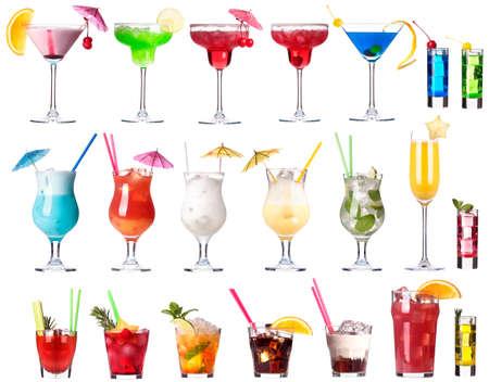 Set van alcoholische cocktails geïsoleerd op witte achtergrond