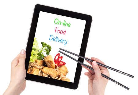 고립 된 컴퓨터와 온라인 음식 배달 개념 스톡 사진