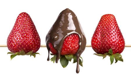 aardbeien en chocolade op een witte achtergrond Stockfoto