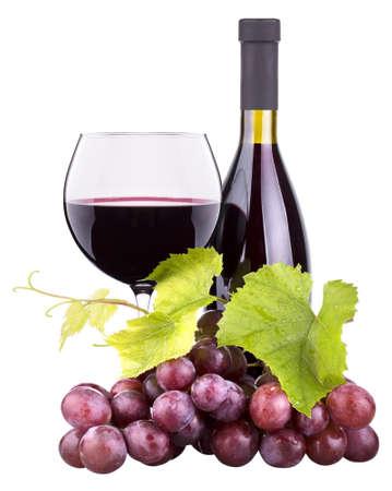 Rijpe druiven, glas wijn en een fles wijn op wit wordt geïsoleerd Stockfoto - 20150852