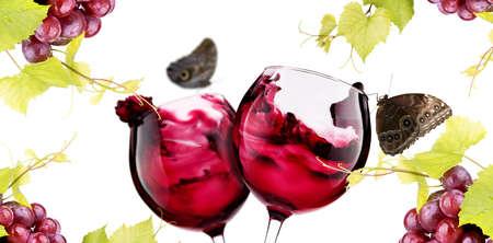 Rijpe druiven en een paar glazen wijn op wit wordt geïsoleerd. Liefde concept Stockfoto - 20734167