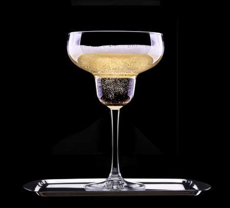 glas champagne geïsoleerd op zwarte achtergrond Stockfoto