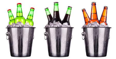 Flessen bier in ijsemmer geïsoleerd op wit Stockfoto - 22505076