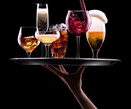 Шестой прямой эфир - 13 декабря 2014 - Страница 32 24191788-taca-z-różnych-napojów-na-czarnym-tle---szampan,-piwo,-koktajle,-wino,-brandy,-whisky,-scotch,-w�