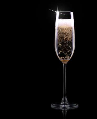 burbuja: copa de champagne de lujo en un negro
