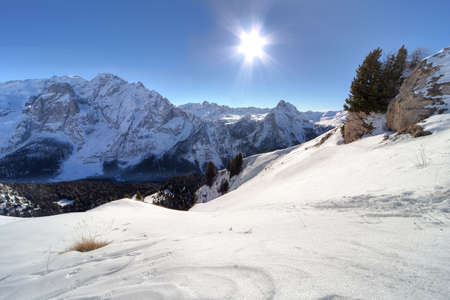 Inverno montagne Ski Run a Alpi italiane