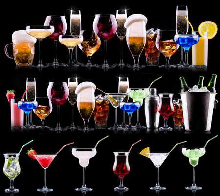 다른 알코올 음료 세트 - 맥주, 와인, 칵테일, 주스, 샴페인, 스카치, 소