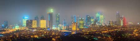 os: Panorama os Istanbul and Bosporus at night, Turkey