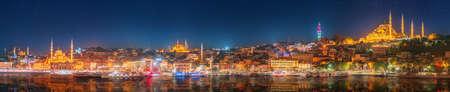 Panorama os Istanbul et le Bosphore, la nuit, de la Turquie